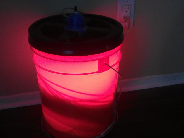 Filament drying in a bucket using light bulb as heat source